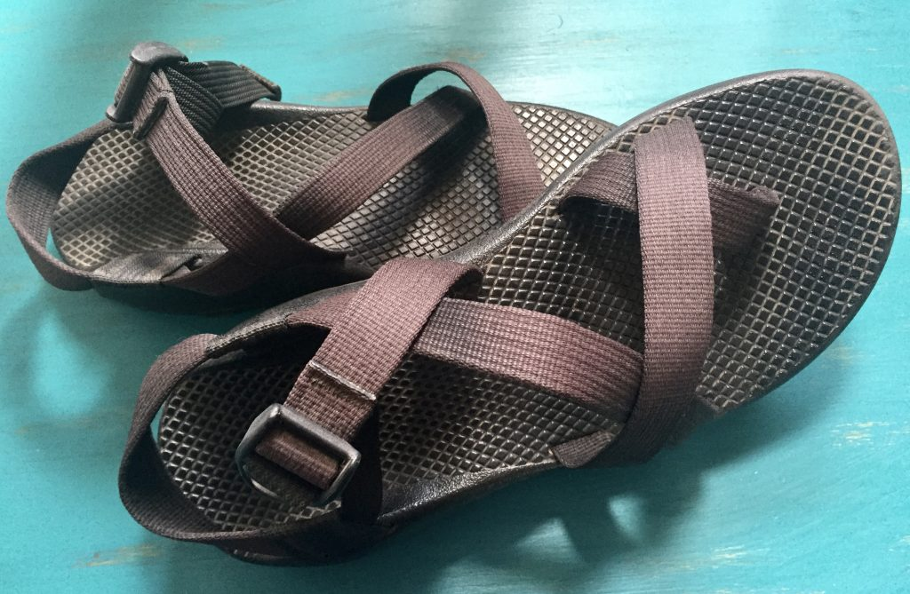 chaco hiking shoes