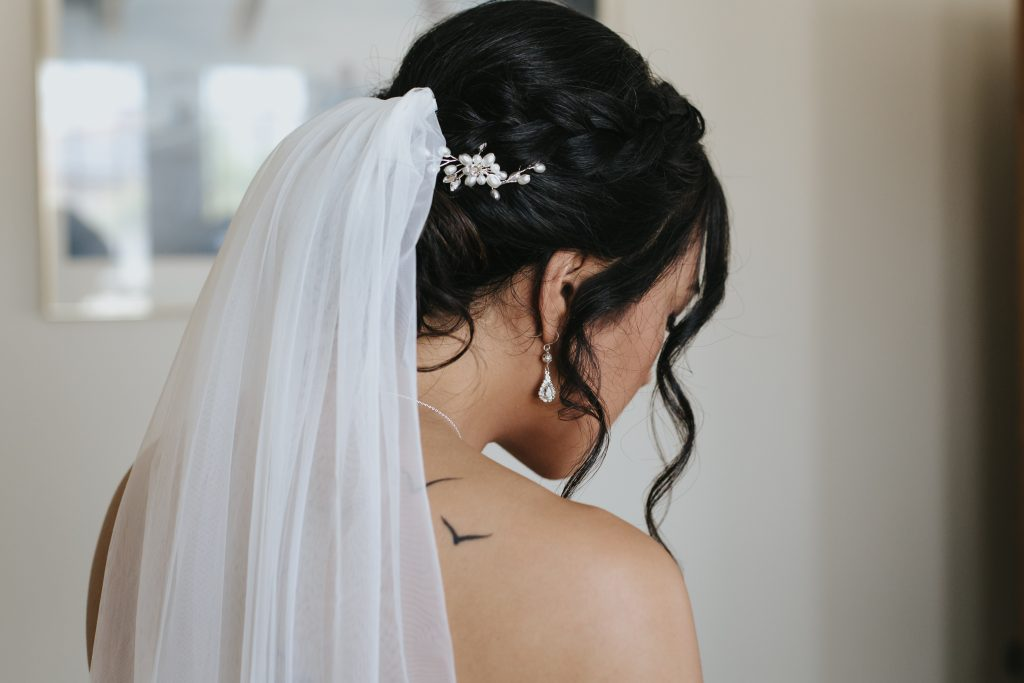 budget wedding veil and hair accessories